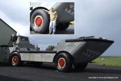 Amphibian vehicle
